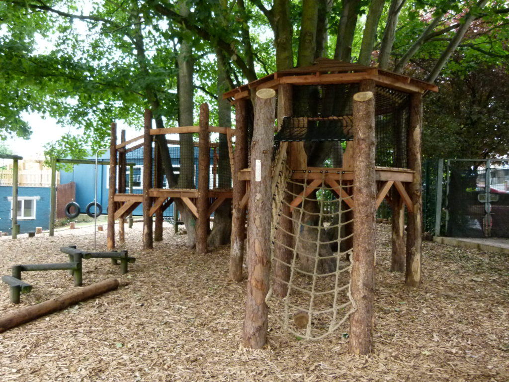 Natural play - playground climbing - Tree House - Role Play