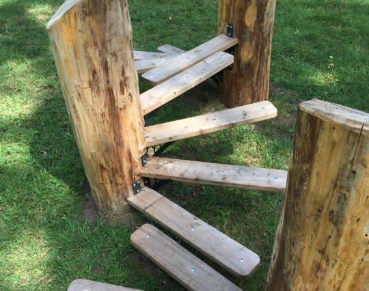 A sprung pathway of brackets